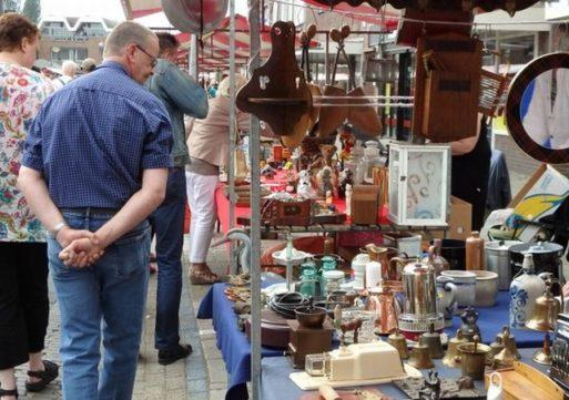 Bekende jaarrommelmarkt in Rode & Witte wijk Waalwijk