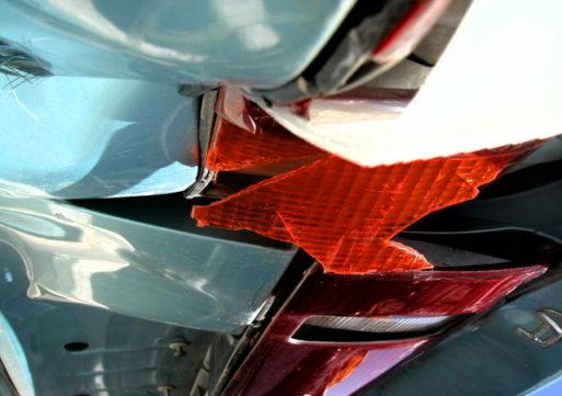 Botsing met vrachtwagen in Kaatsheuvel, auto total loss