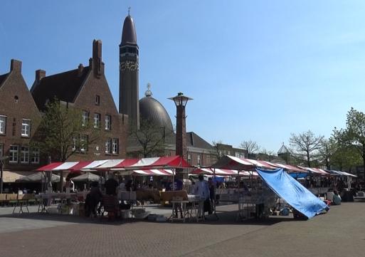 Markt op Raadhuisplein Waalwijk kan zonder herinrichting